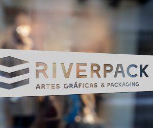 identidad-corporativa-logo-identificador-riverpack-diseño-gráfico-logotipo-identificador-xaniño-coruña-rotulación-interior-simulación